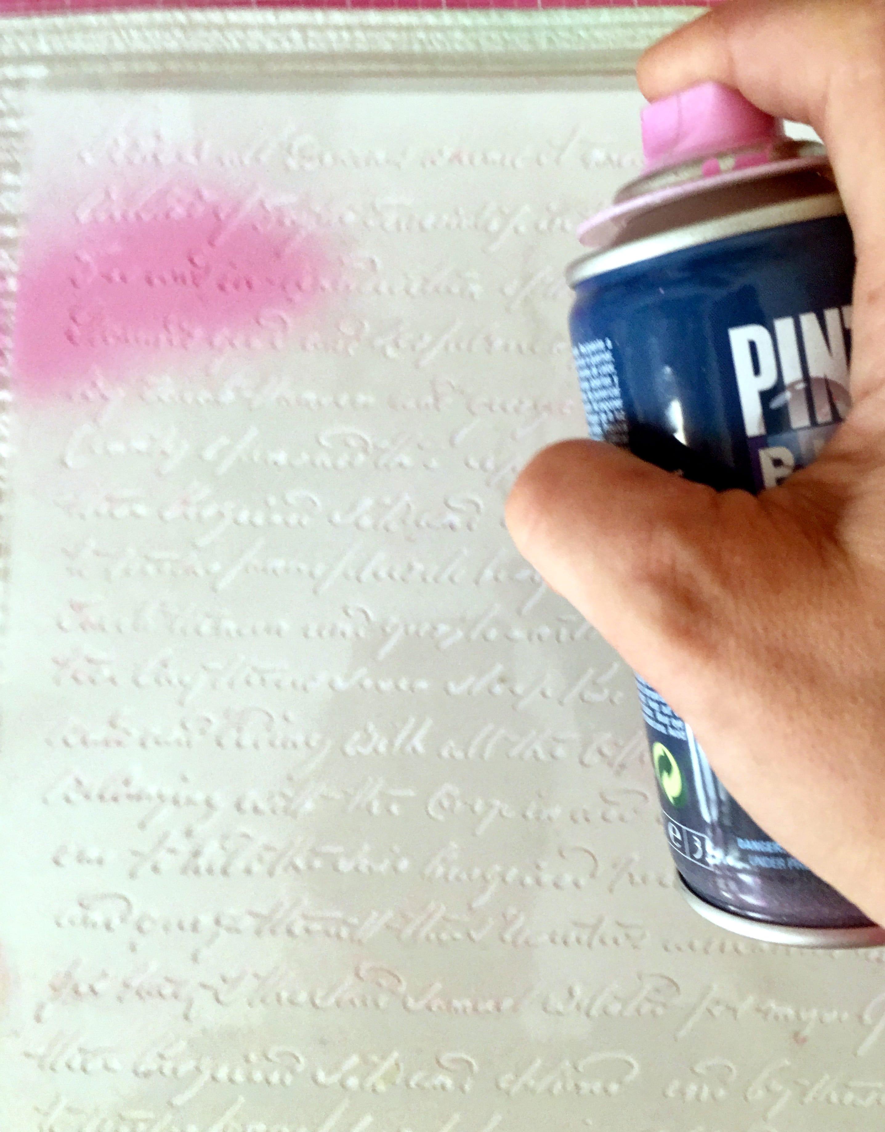 Mise en page avec spray et pochoir