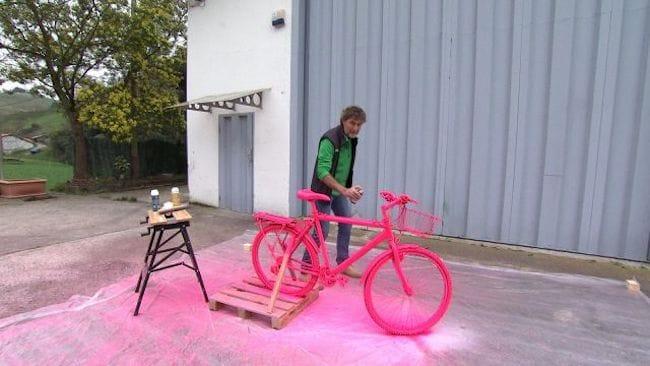 una vez seco todos los materiales podemos utilizar la pintura que ms nos guste para nuestra bici aqu kristian quiso arriesgar y apost por nuestra - Bricomania Pintura