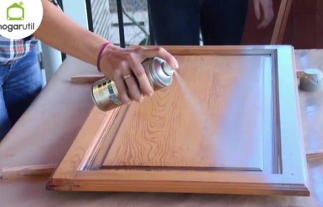 Muebles de cocina con pintura en spray shakingcolors - Pintar muebles de cocina ...