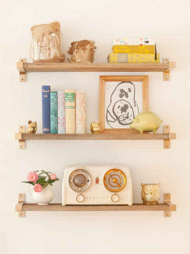 Ikea-Hack-Gold-Spray-Paint-EKBY-BJARNUM-Shelf-brackets-767x1024