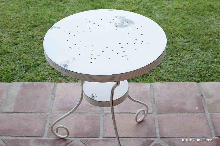 mesa de hierro con pintura en spray
