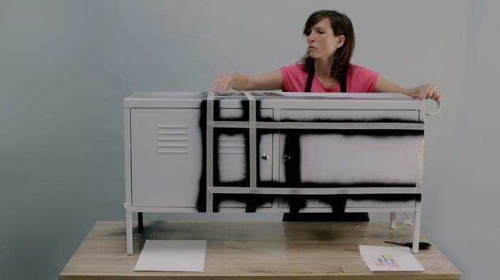Inspiraci n mondrian para pintar un mueble de ikea for Pintar muebles con spray