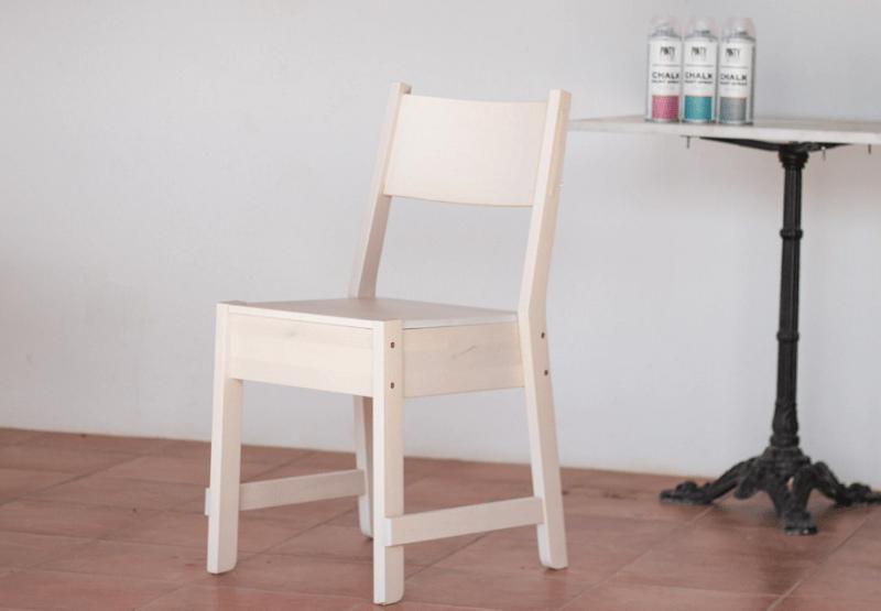 C mo pintar una silla de ikea con chalk paint en spray for Pintar muebles con spray