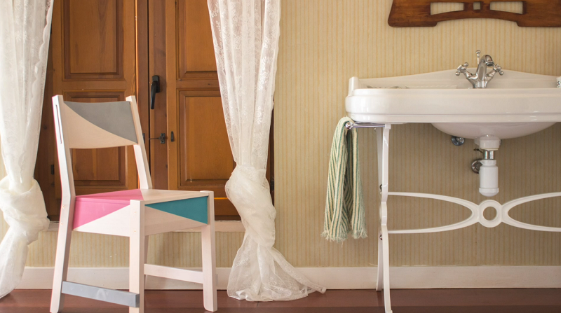 Pintar una silla de ikea con chalk paint spray shakingcolors for Catalogo ikea sillas