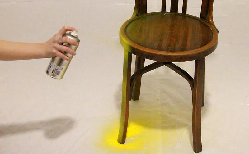 Pintar una silla de madera con spray 5