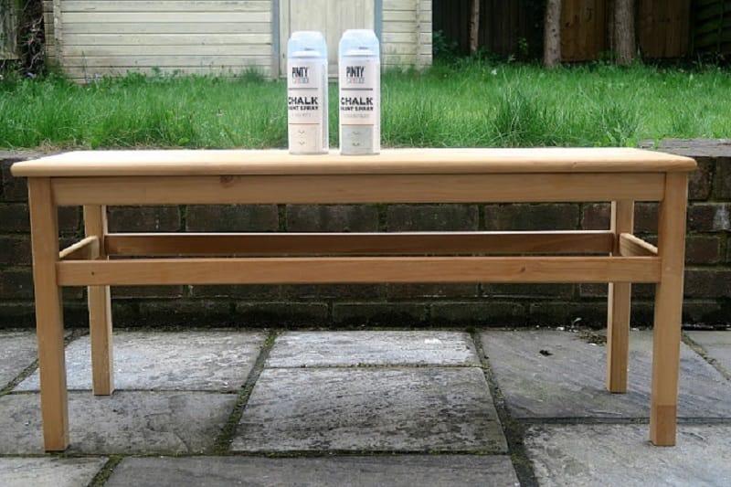 Banqueta de madera con pintura chalk paint spray Pintyplus