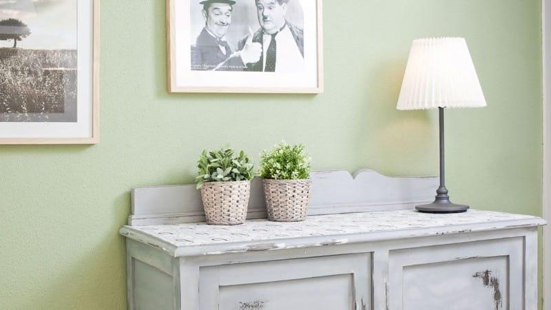 Mueble efecto tiza con spray pintyplus shakingcolors for Muebles pintados a la tiza