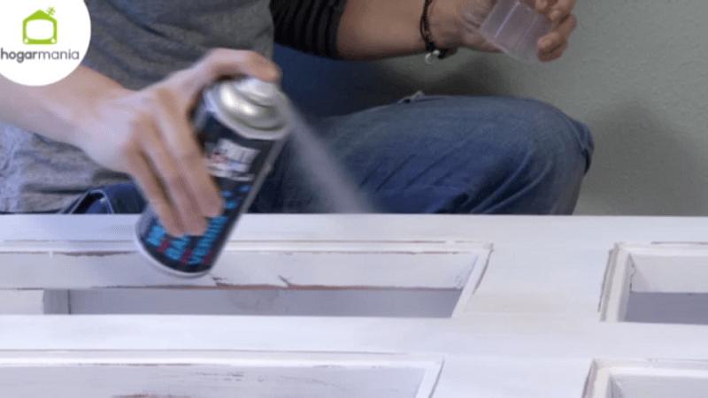 Una mesa de centro con Pintyplus chalk paint spray 7