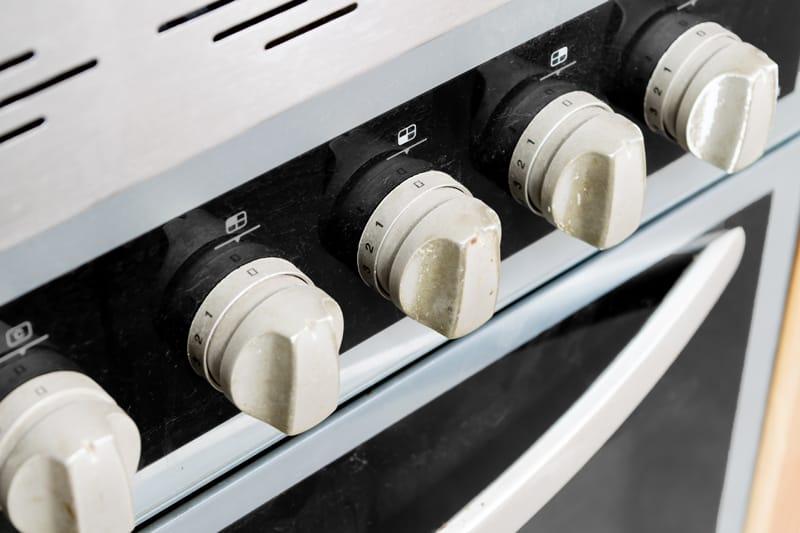 Renovar los mandos del horno con pintura en spray 1