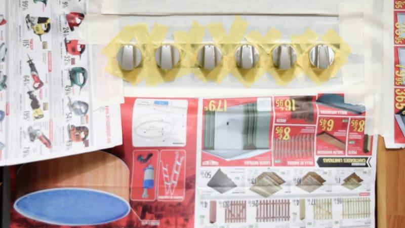Renovar los mandos del horno con pintura en spray 5