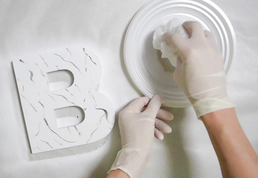 letra-marmol-paso3-plastico-ceniza