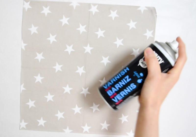 letter-decoupage-paso1-varnishing-napkin