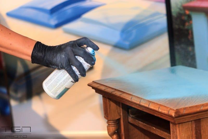 Diferencias entre chalk paint y un esmalte mate cu l es for Pintar muebles con spray
