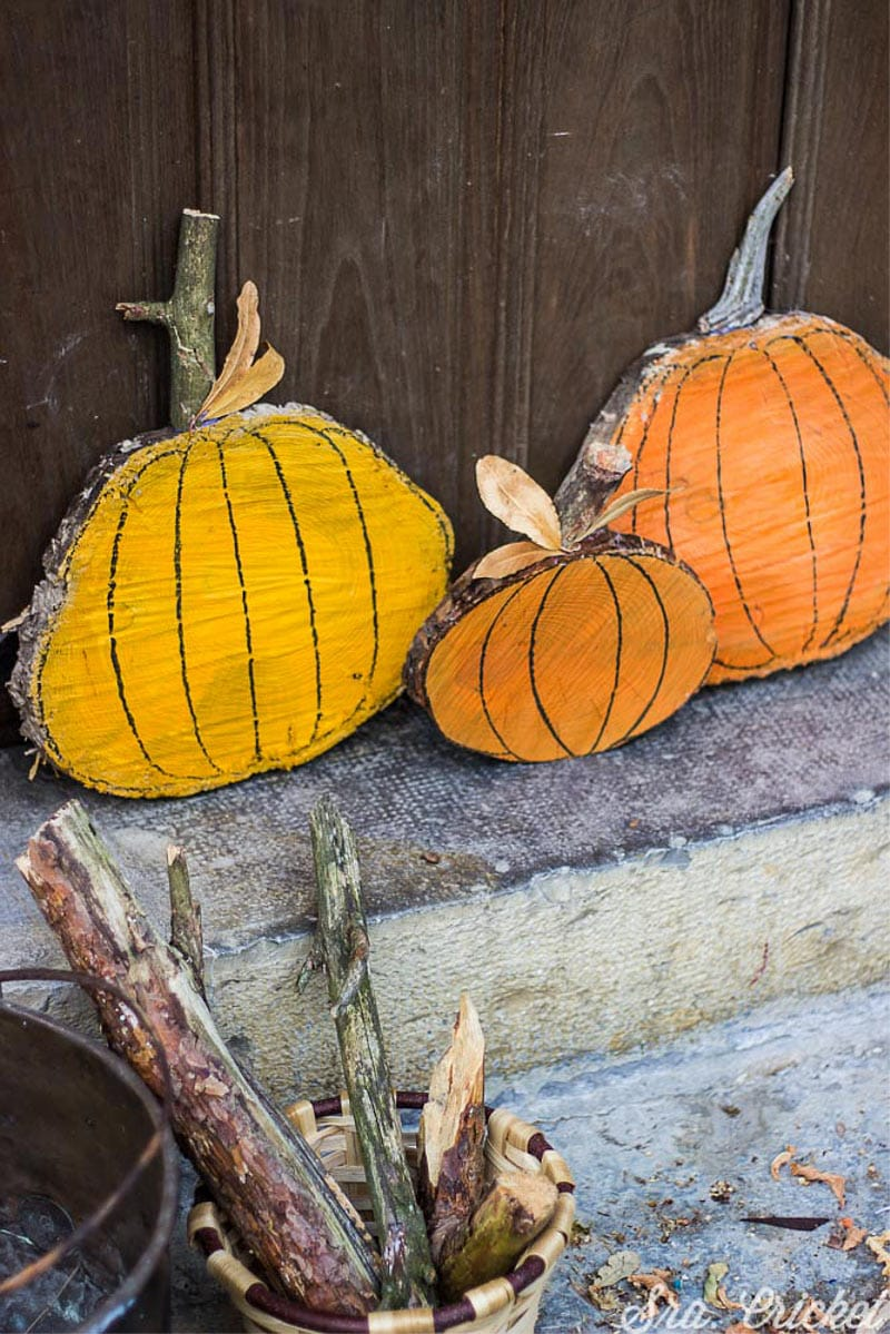 pumpkins-diy-with-Wood-logs-and-paint-on-spray