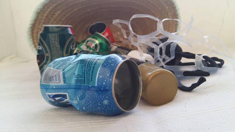 reciclar latas de la basura para pintarlas con pintura en spray