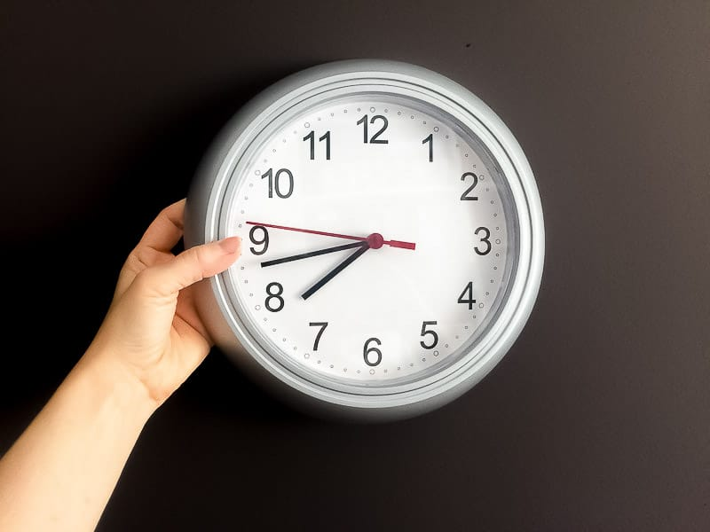 turn-un-clock-de-wall-in-stainless-with-paint-spray-1