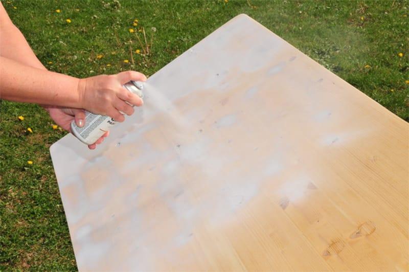 pintar madera con chalk paint en spray