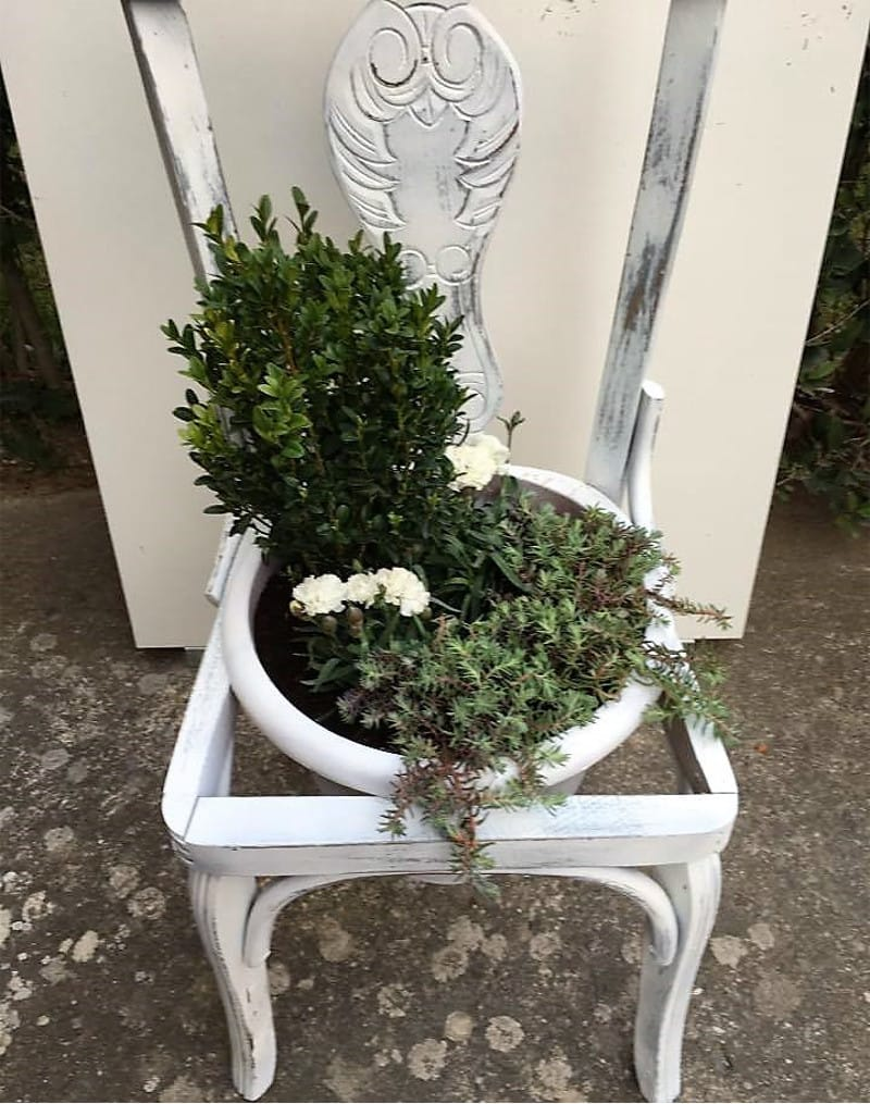 decorate old wooden chairs