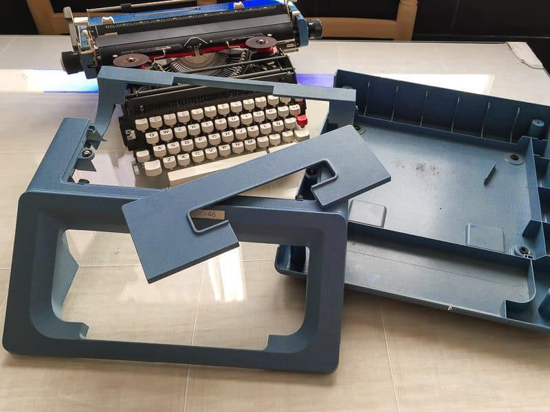 desmontar la máquina de escribir antes de pintar con chalk paint Pintyplus