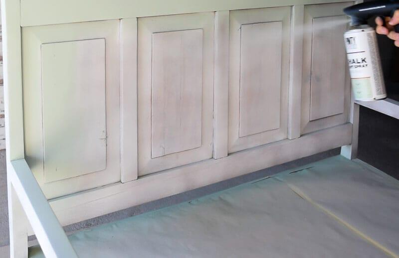 pintar un mueble de madera con chalk paint en spray