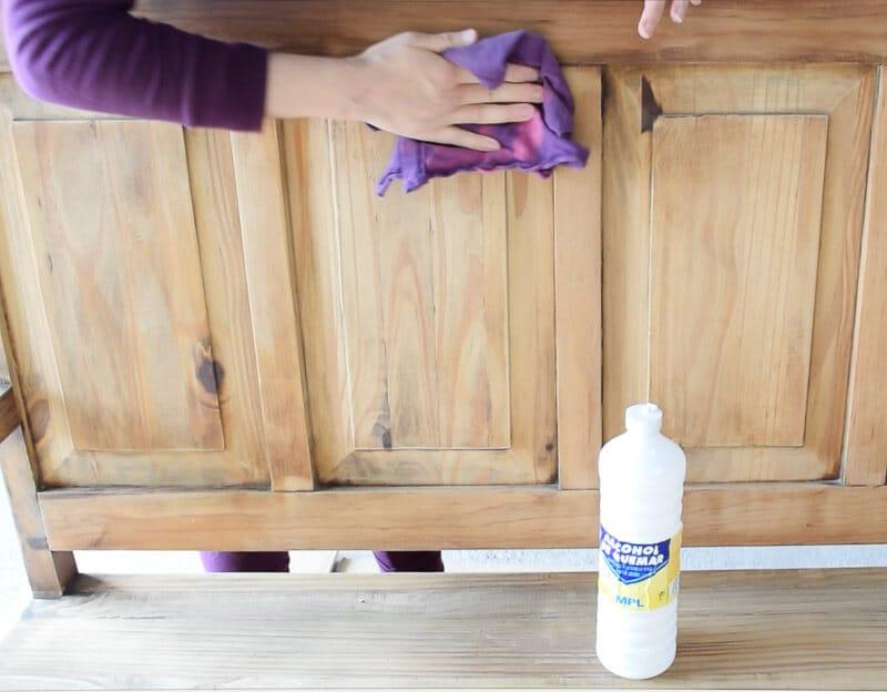 limpiar antes de pintar un mueble de madera con taninos
