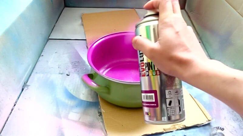 cómo reciclar cacerolas con pintura en spray