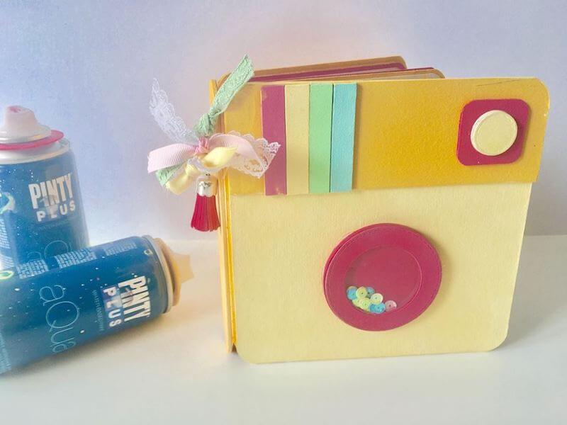 mini álbum con fotos de instagram decorado con pintura en spray