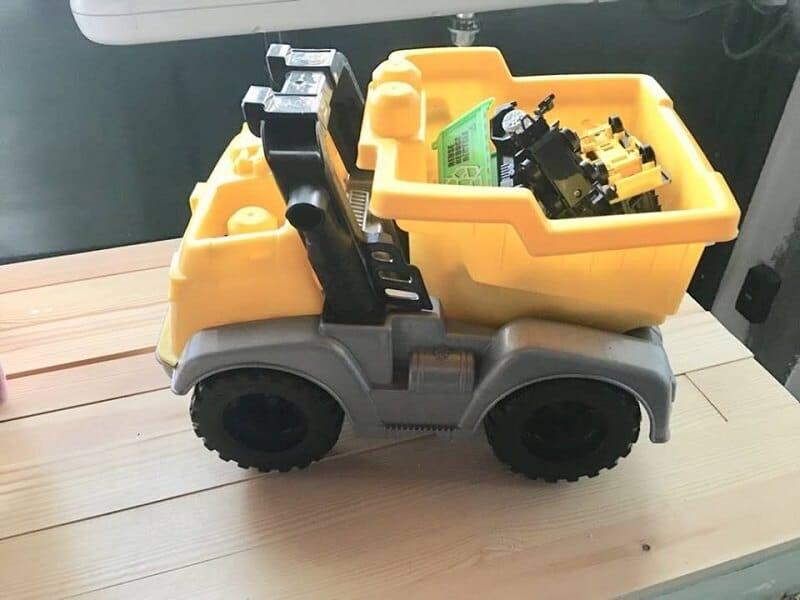 reciclar juguetes de plástico con pintura