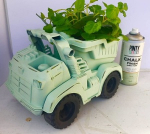 reciclar juguetes con chalk paint en spray