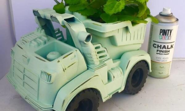 reciclar juguetes con chalk paint en spray