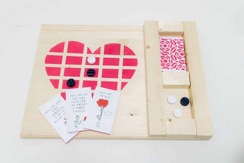 3 en raya para San Valentín con forma de corazón