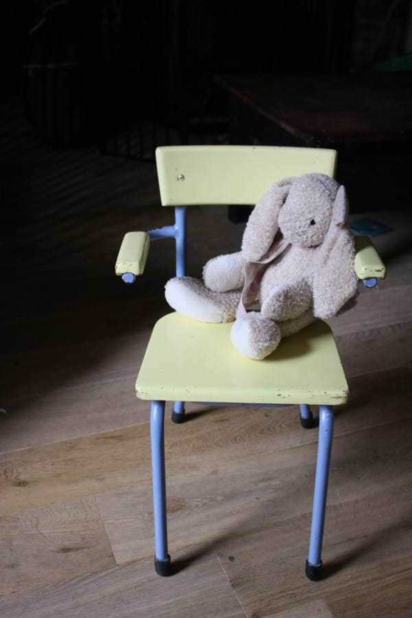 Paso a paso para restaurar una silla de pupitre con pintyplus chalk finish paint shakingcolors - Una silla para ...