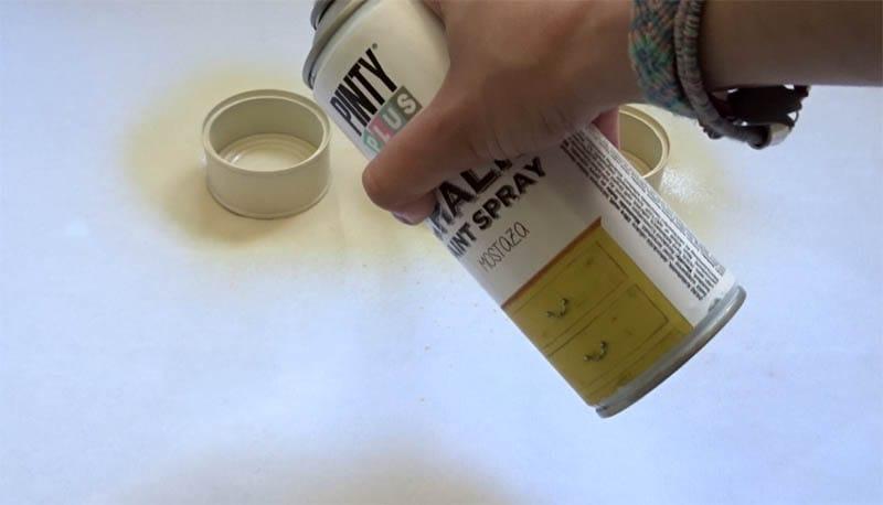 Latas de conserva y pintura en spray chalk Pintyplus
