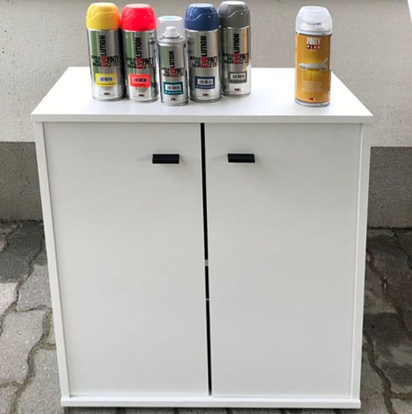 Materiales para reciclar y pintar un mueble de melamina