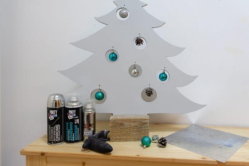 árbol de Navidad pintado con pintura en spray