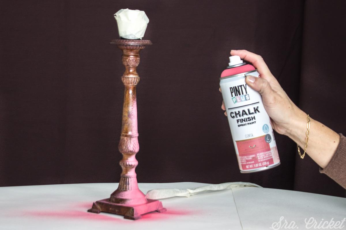 pintar el pie de la lampara con PintyPlus Chalk Paint Coral
