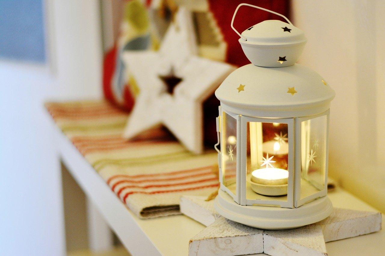 Pintar objetos para decorar los rincones de casa en navidad
