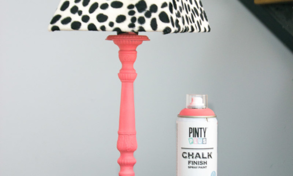 transformar lampara con Chalk Paint Coral Pintiplus y Shakingcolors