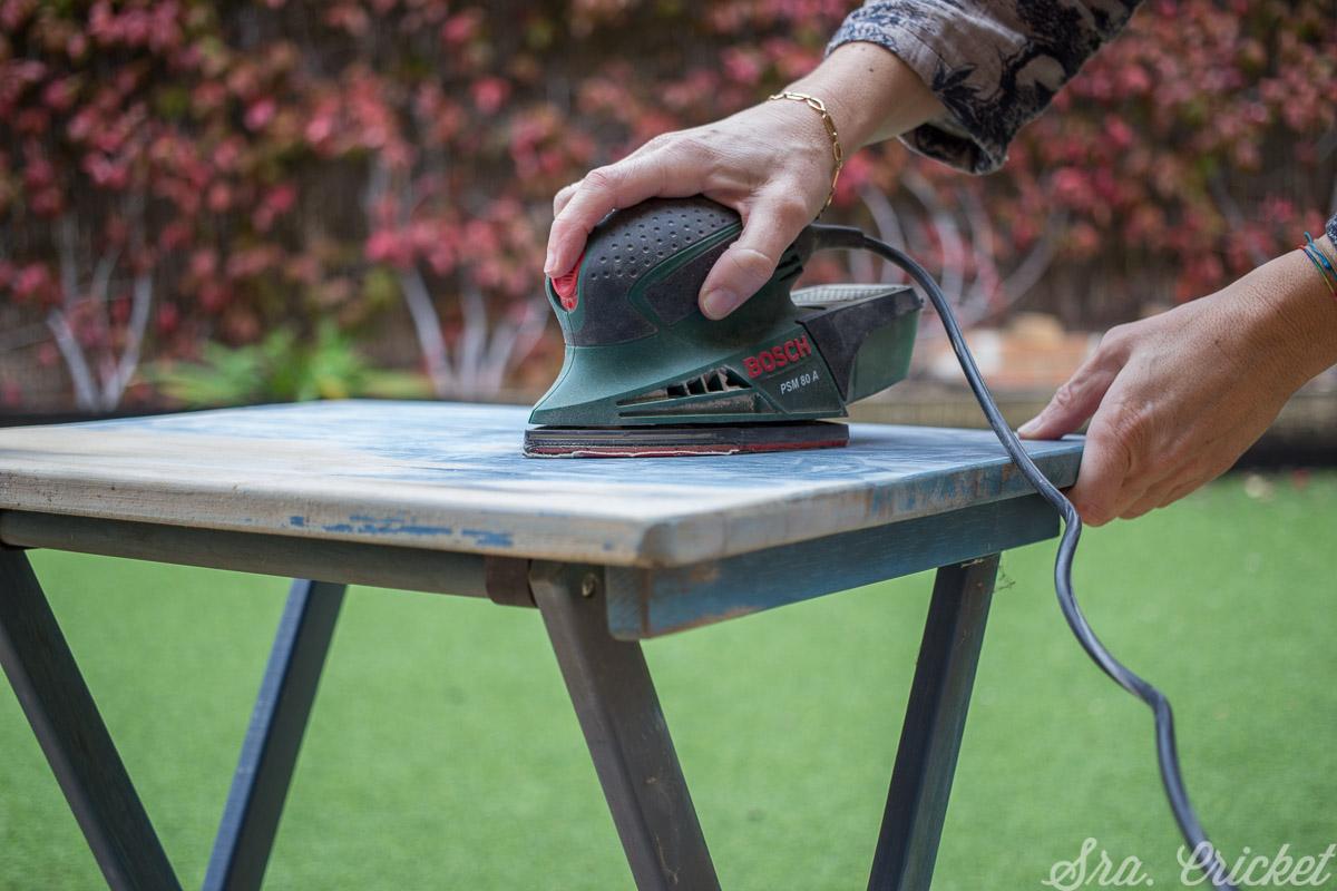 Paso para pintar mesa de jardin Preparar la mesa antes de aplicar cualquier pintura