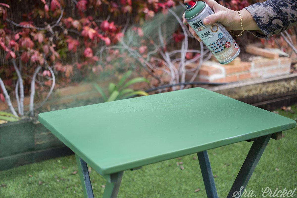 pintura al agua Pintyplus HOME para darle color a la mesa de decoracion