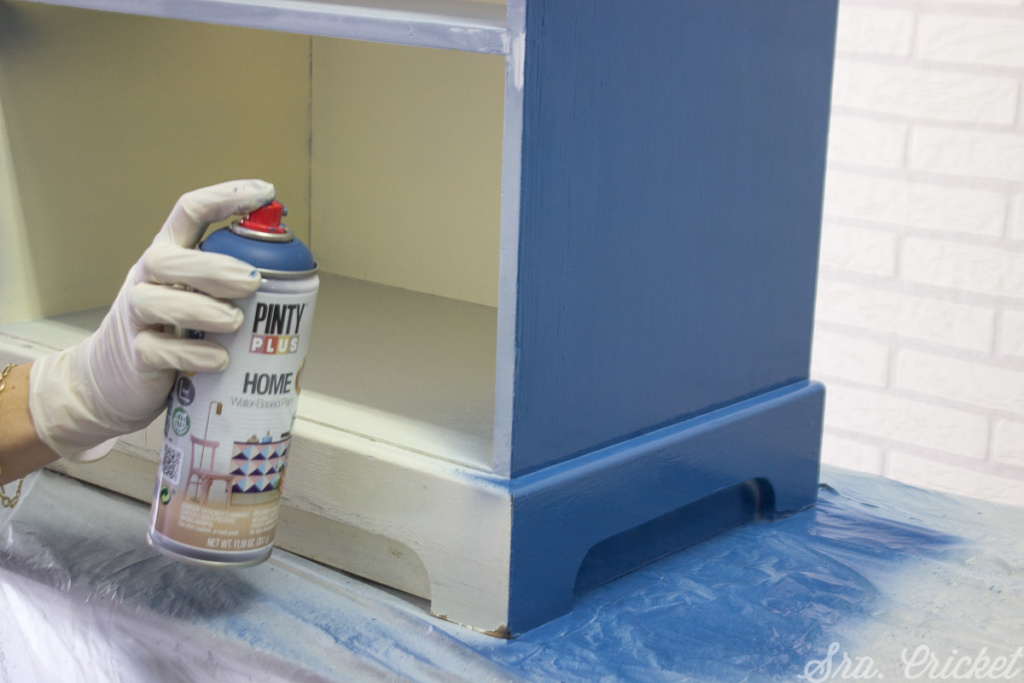Pinta el mueble con pintura al agua Pintyplus HOME azul Klein