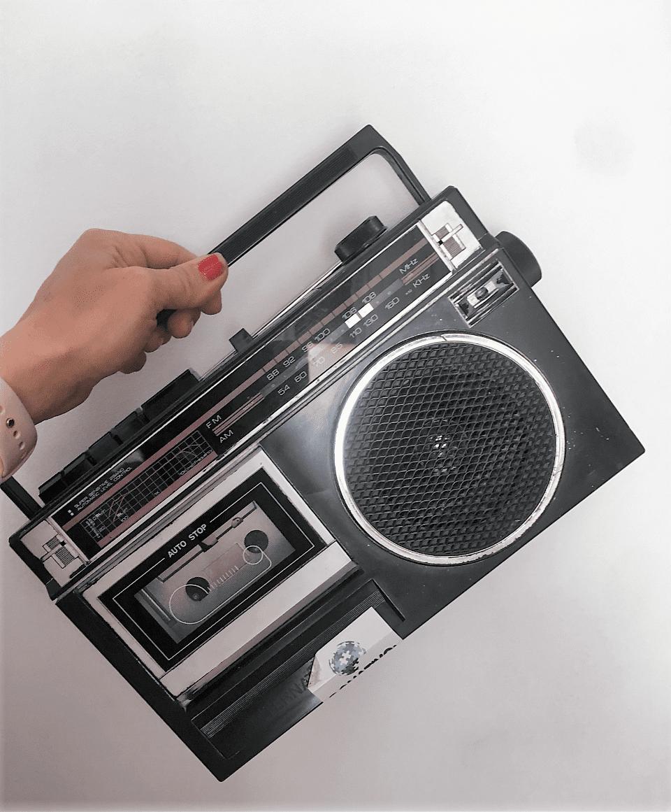 Como transformar una radiocassette vintage con pintura a la tiza