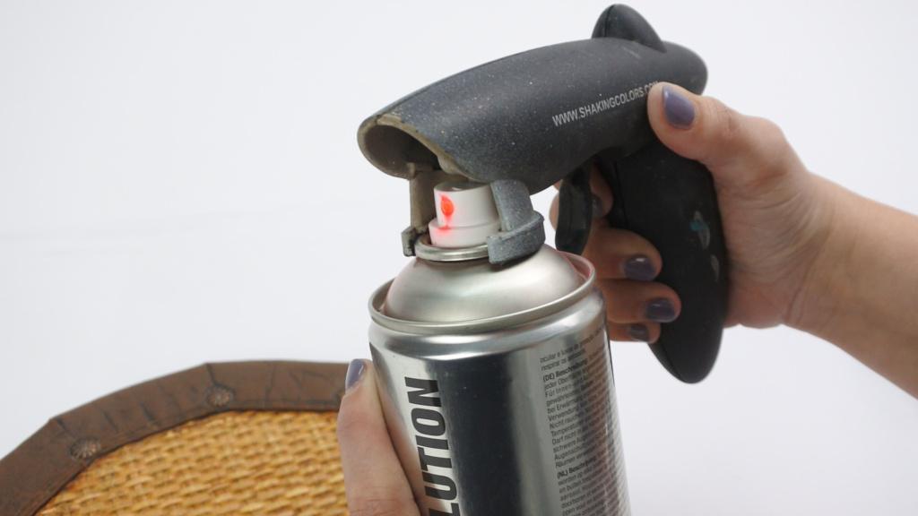 Usa una Pistola para pintura en spray pintyplus para objetos