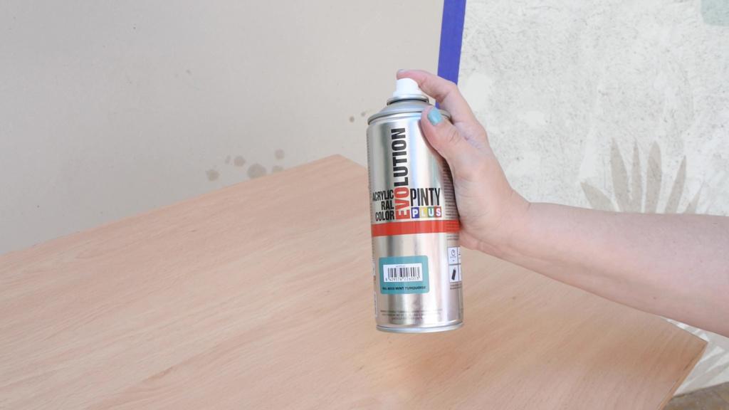 pintura en spray es perfecta para usar con barniz en aerosol