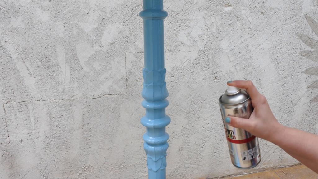 pintura en aerosol para decorar y pintar muebles de casa