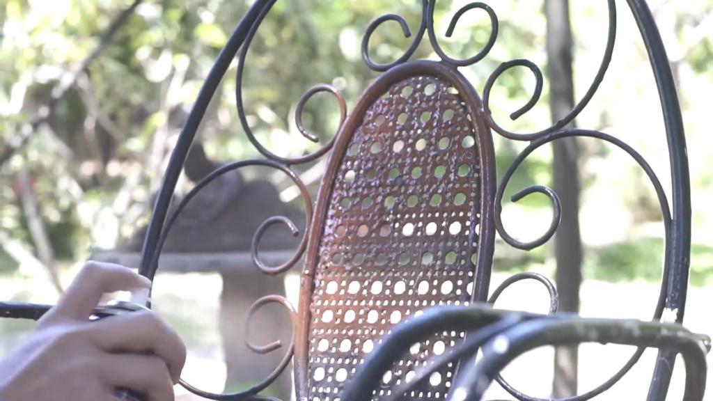 restaura sillas y mesas con pintura en spray pintyplus
